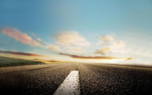 Road-at-the-foot-of-the-hope-in-the-distance-try-hard--2560x1600